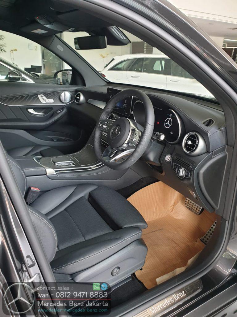 Interior Mercedes-Benz GLC 200 Amg Line Facelift 2020 Black