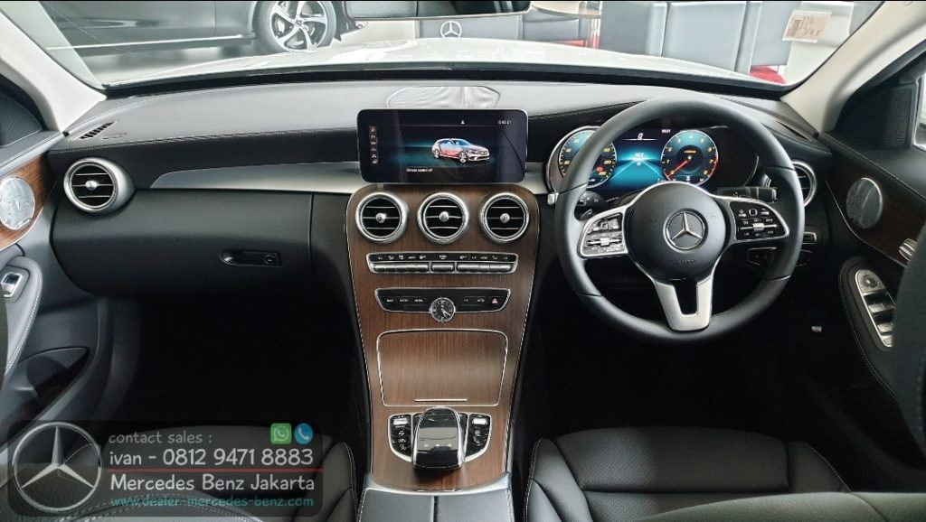 Interior Mercedes Benz C200 Estate Exclusive 2020 Indonesia