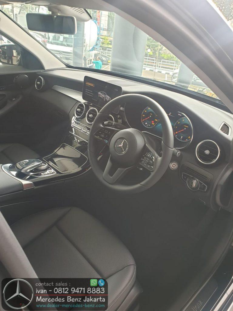 Interior Mercedes Benz C180 Avantgarde Indonesia 2020 Black