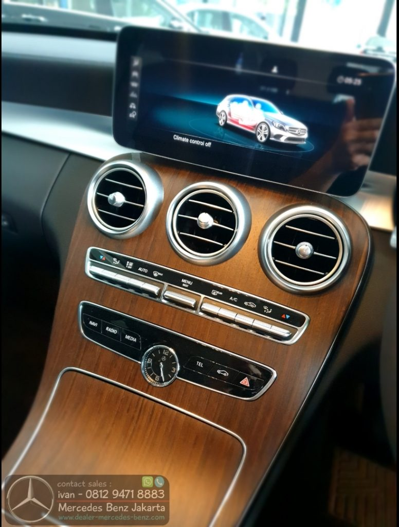 Interior Mercedes C200 Exclusive Estate 2020 Indonesia